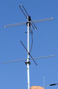137 MHz gestockter Kreuzdipol