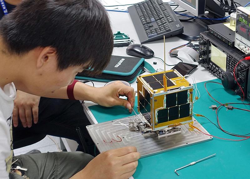 Testing separating mechanism of XW-2E