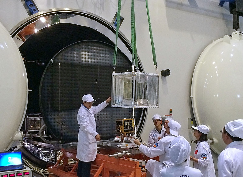 XW-2B and XW-2D thermal vacuum test